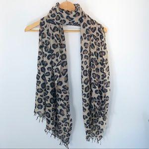 Wilfred Aritzia Leopard print scarf